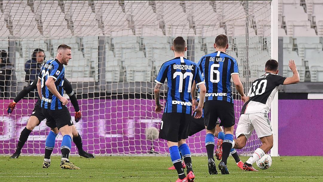 Il gol di Paulo Dybala, 26 anni, per il 2-0 della Juve sull'Inter. Ansa