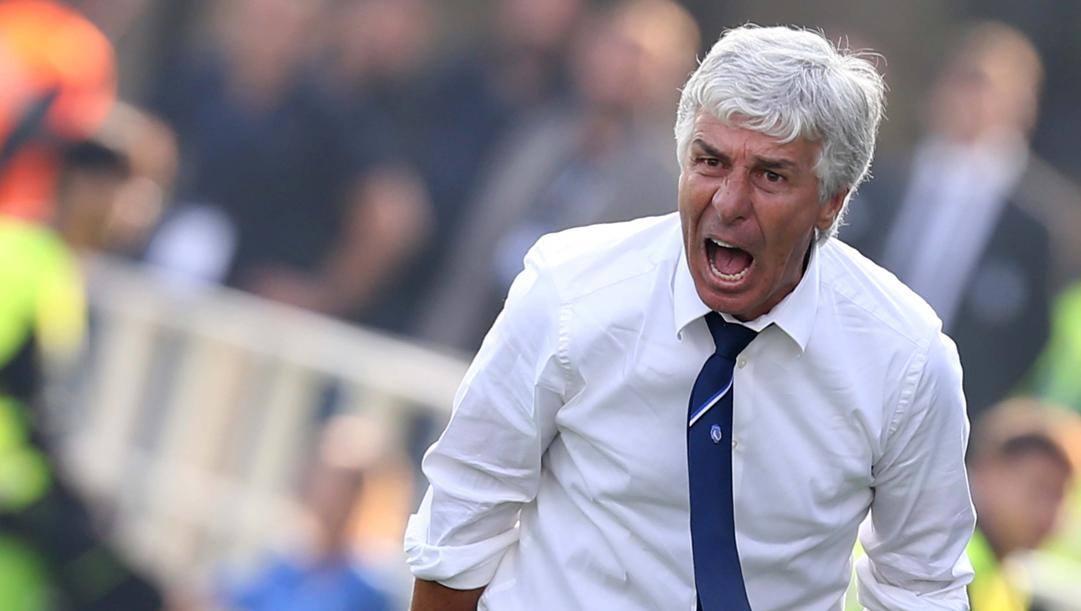 Gian Piero Gasperini in panchina durante Atalanta-Napoli del 2016. Lapresse