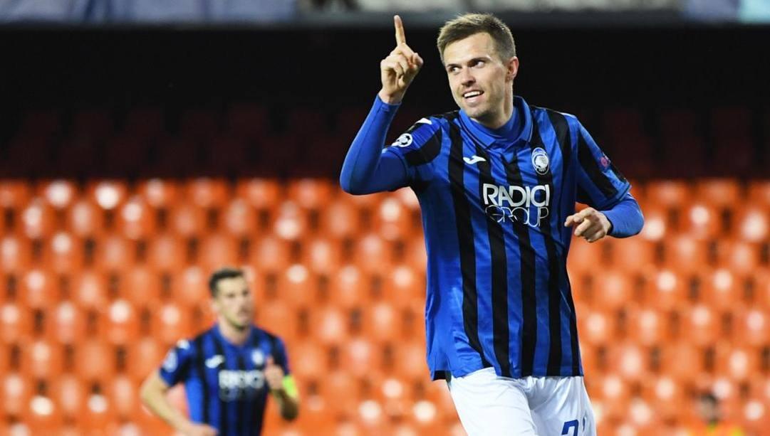 Josip Ilicic, 32 anni, esulta dopo il quarto gol segnato in Champions al Valencia. (Epa)