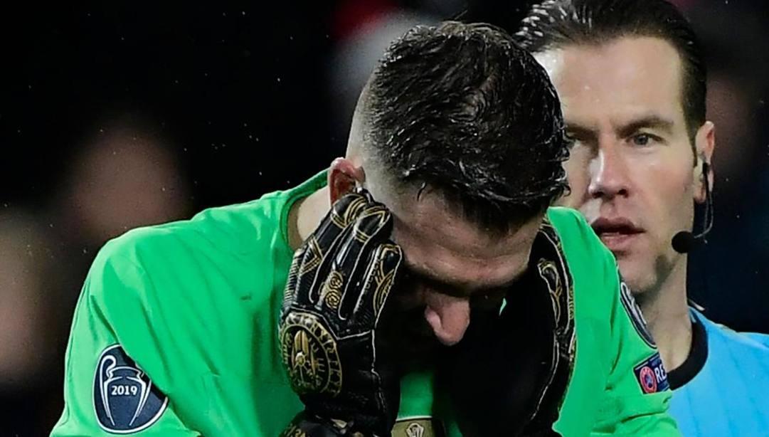 La delusione di Adrian, protagonista in negativo della serata del Liverpool. Afp