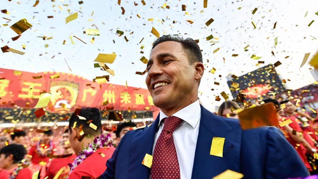 Fabio Cannavaro durante i festeggiamenti del titolo cinese vinto nel 2019 con il Guangzhou. Afp