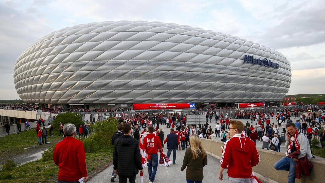 Tifosi del Bayern verso l'Allianz Arena. Epa