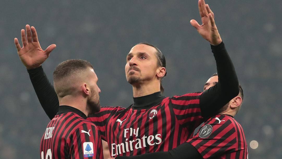 Zlatan Ibrahimovic tra Ante Rebic e Theo Hernandez. Getty