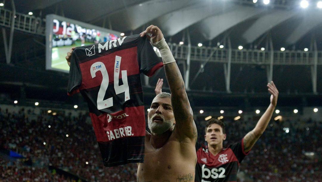 Gabriel Barbosa con la maglia numero 24 AP