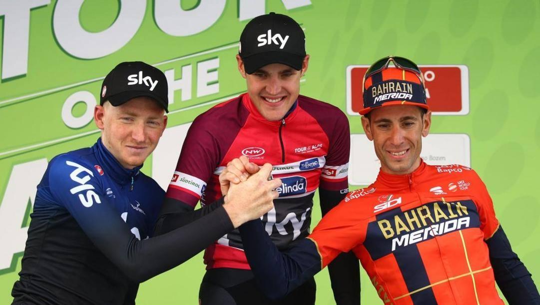 Il podio 2019 del Tour of the Alps: da sinistra il britannico Geoghegan, secondo; il russo Pavel Sivakov, primo; Vincenzo Nibali, terzo. Bettini
