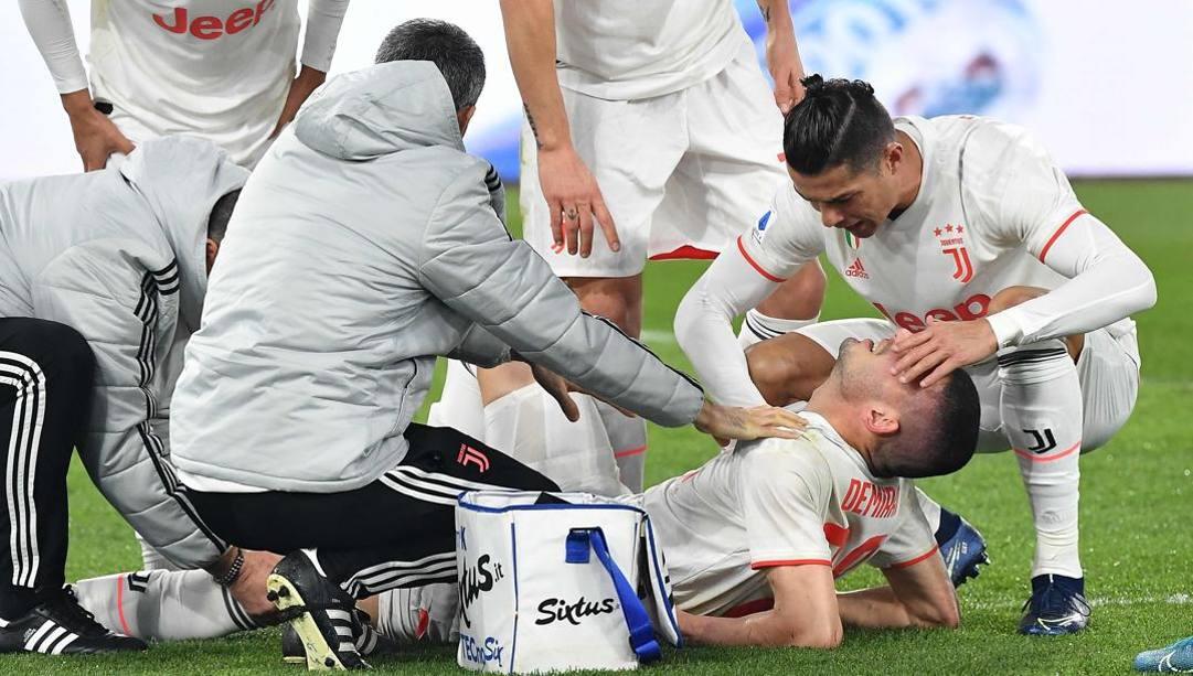 Merih Demiral consolato da Ronaldo dopo l'infortunio a Roma. Afp