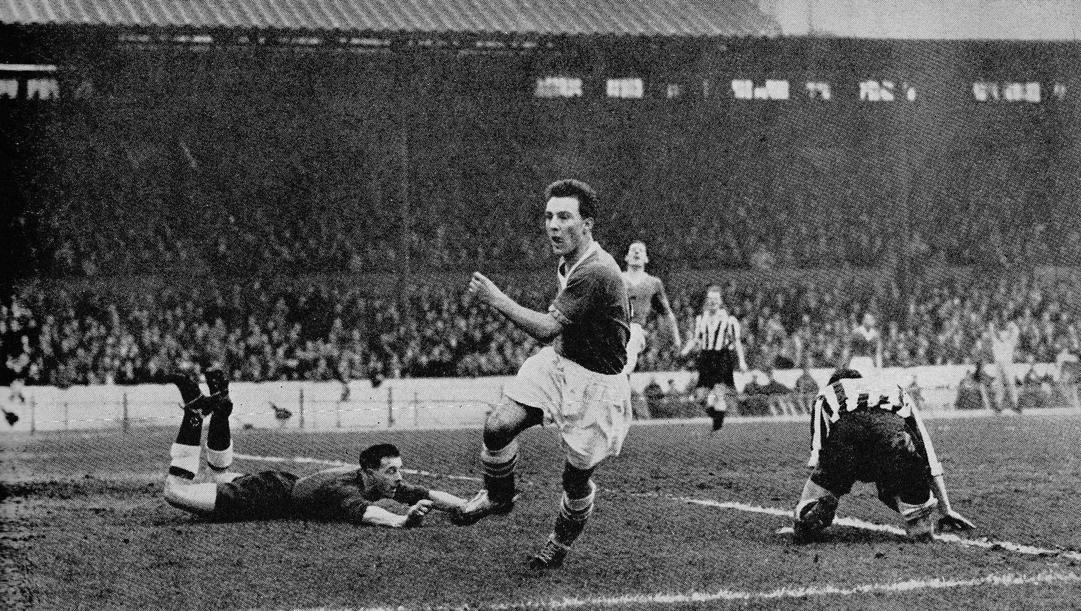 Un momento di calcio inglese anni '50.