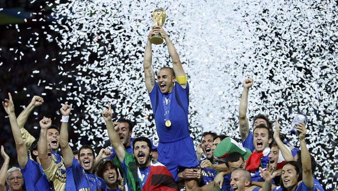 Berlino, 9 luglio 2006: capitan Cannavaro alza la Coppa. L'Italia è campione del mondo. (Ansa)