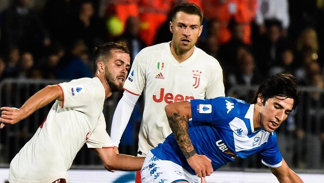 Sandro Tonali, 19 anni, con Pjanic e Ramsey. Lapresse