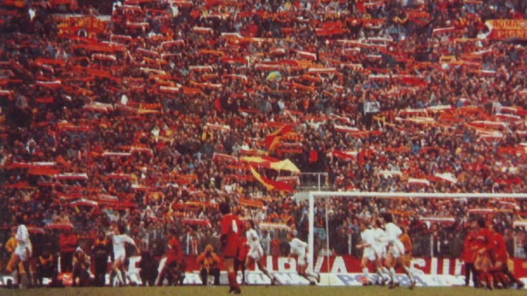 Lo spettacolo della Sud durante Roma Bayern Monaco del 1985.