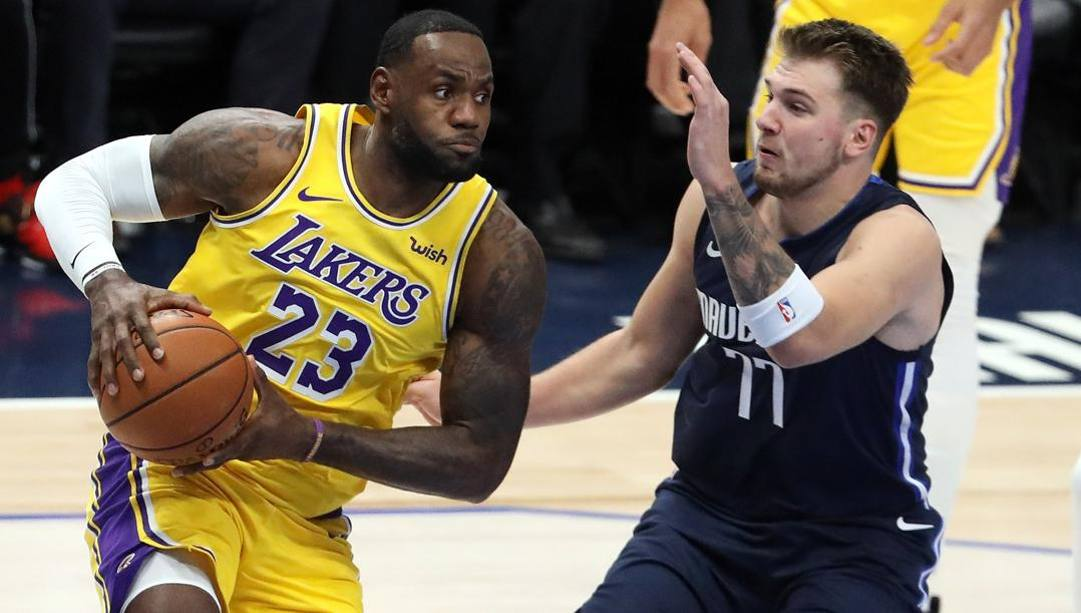 LeBron James, 35, e Luka Doncic, 21. Afp