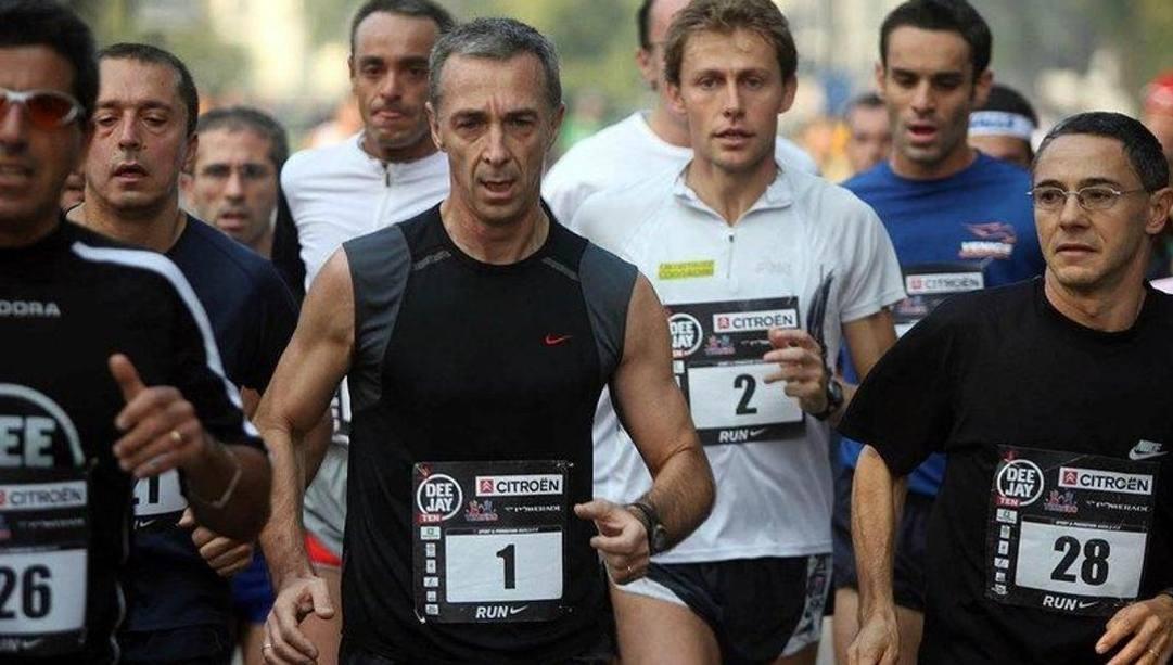 Al centro, Linus e l'ex maratoneta oro ad Atene Baldini.