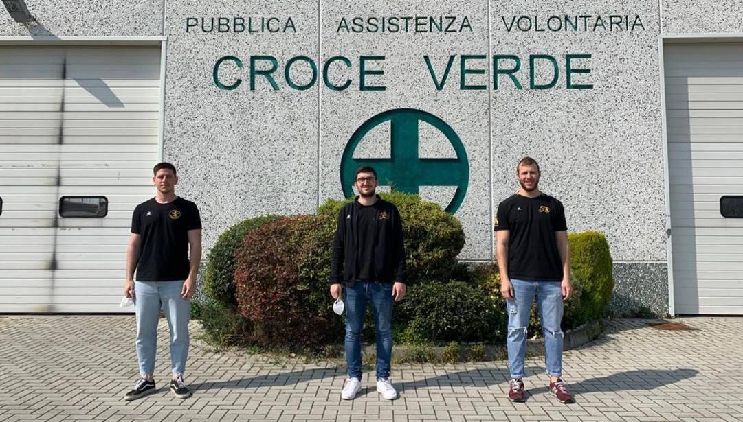 Tre rugbysti volontari della Croce verde