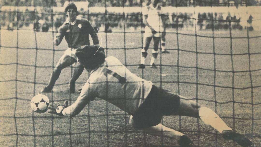Roma-Perugia del 23 marzo 1980: Paolo Conti para un rigore a Paolo Rossi. Ap