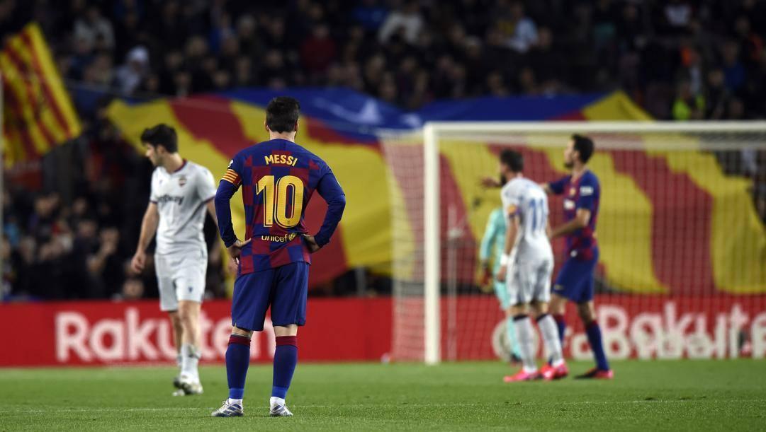 Messi e tutti i suoi compagni aspettano le decisioni del Barcellona. Lapresse
