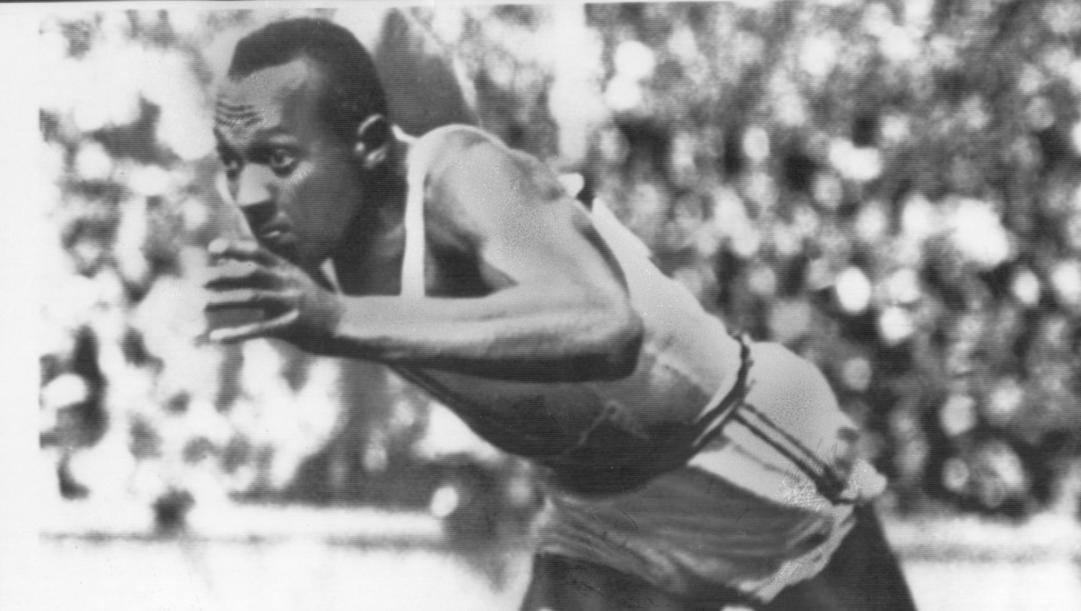 Jesse Owens conquistò 4 ori  ai Giochi di Berlino 1936: sui 100 il 3 agosto, nel lungo il 4, sui 200 il 5 e con la 4x100 il 9 agosto.