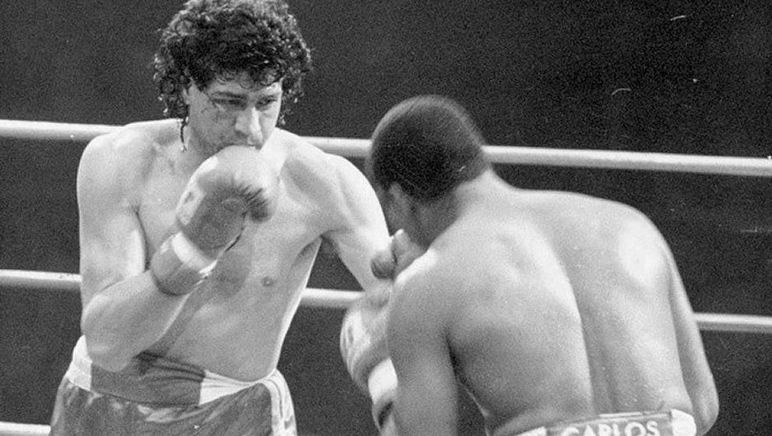 Angelo Rottoli durante il match mondiale dei massimi leggeri Wbc contro De Leon nel 1987