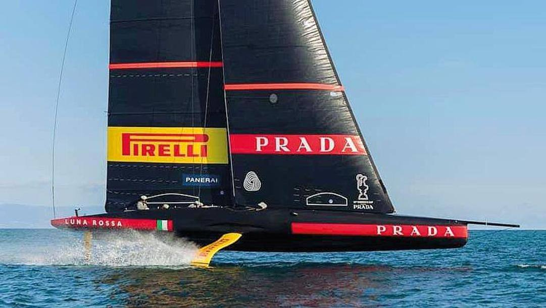 Luna Rossa in allenamento nelle acque di Cagliari
