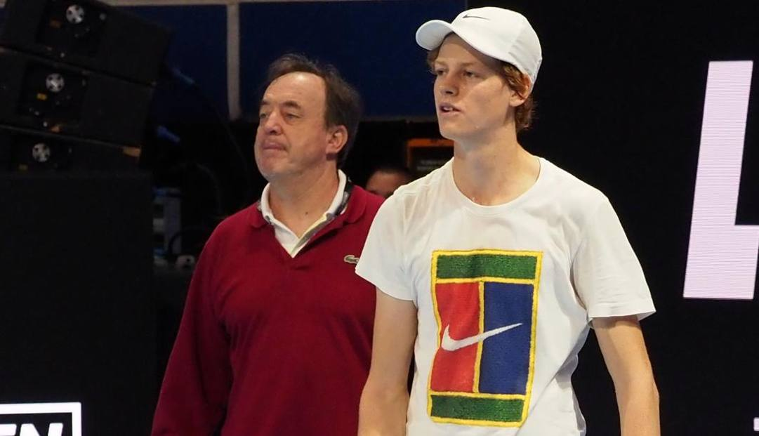 Riccardo Piatti con il più recente dei suoi allievi, Jannik Sinner. Fabio Bozzani