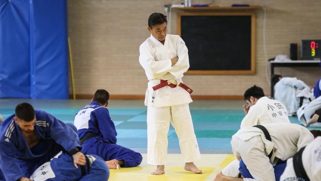 Il d.t. Kyoshi Murakami durante un allenamento con gli azzurri del judo