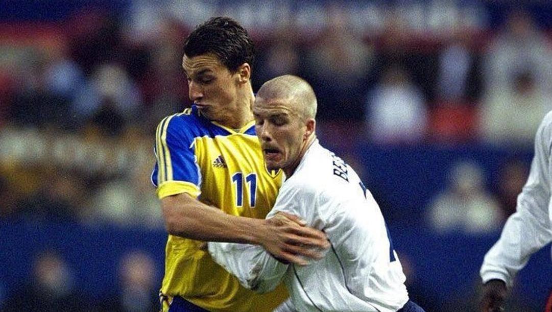 Zlatan Ibrahimovic e David Beckham avversari in un vecchio Svezia-Inghilterra