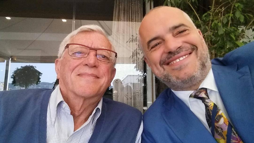 A sinistra Valerio Bianchini, 76 anni, coach di basket tre volte scudettato  (Cantù, Roma, Pesaro). A destra Edi Rama, 55 anni: ex giocatore, primo ministro dell'Albania dal settembre 2013. Prima era stato 11 anni sindaco di Tirana