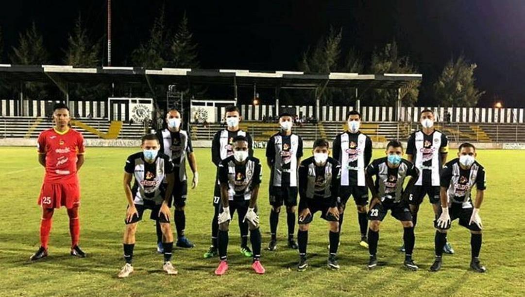 I giocatori del Diriangen in posa per la foto di squadra lo scorso 22 marzo. Instagram