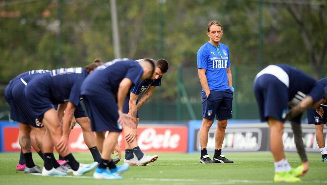 Il c.t. azzurro Roberto Mancini durante un allenamento della Nazionale. Lapresse