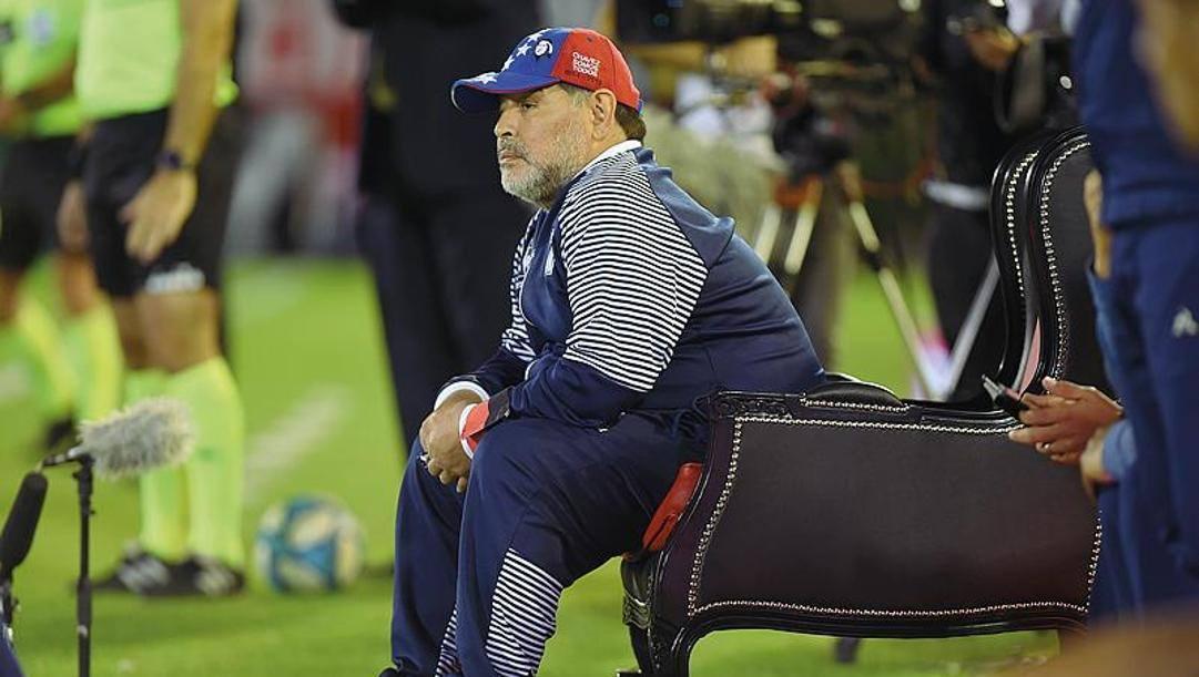 Diego Maradona allenatore del Gimnasia durante una partita contro il Newell's Old Boys