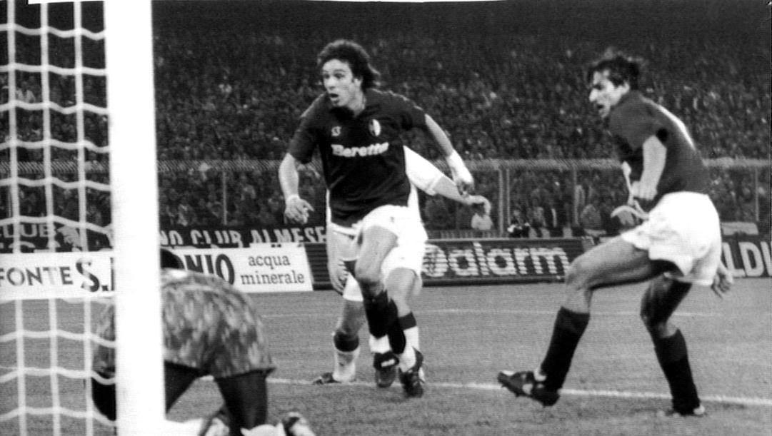 Walter Casgrande, oggi 56enne, in finale di Coppa Uefa del 1992 contro l'Ajax. Ansa