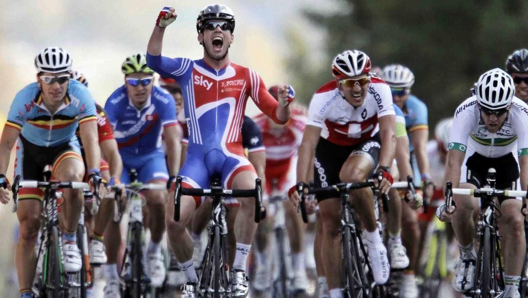 Mark Cavendish, britannico dell'Isola di Man, 34 anni, vince così il Mondiale 2011. In carriera Sanremo 2009, 15 tappe al Giro, 30 al Tour e 3 alla Vuelta