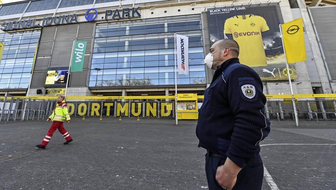 Lo stadio del Borussia Dortmund, tramutato in un centro medico per il trattamento dei malati di coronavirus. Ap
