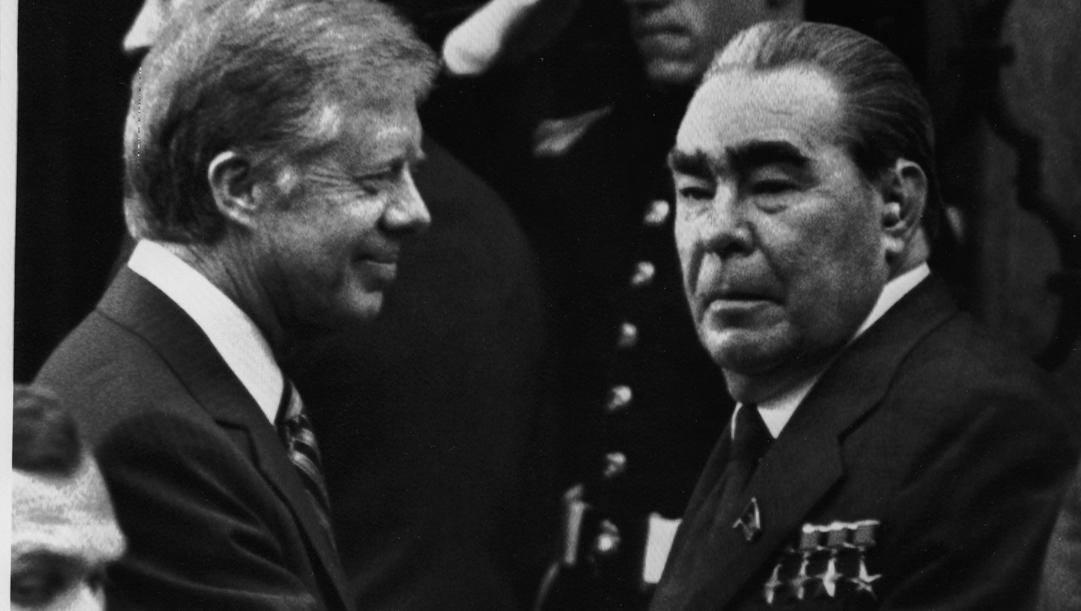 Il presidente Usa Jimmy Carter con il segretario generale dell'Urss Leonid Breznev