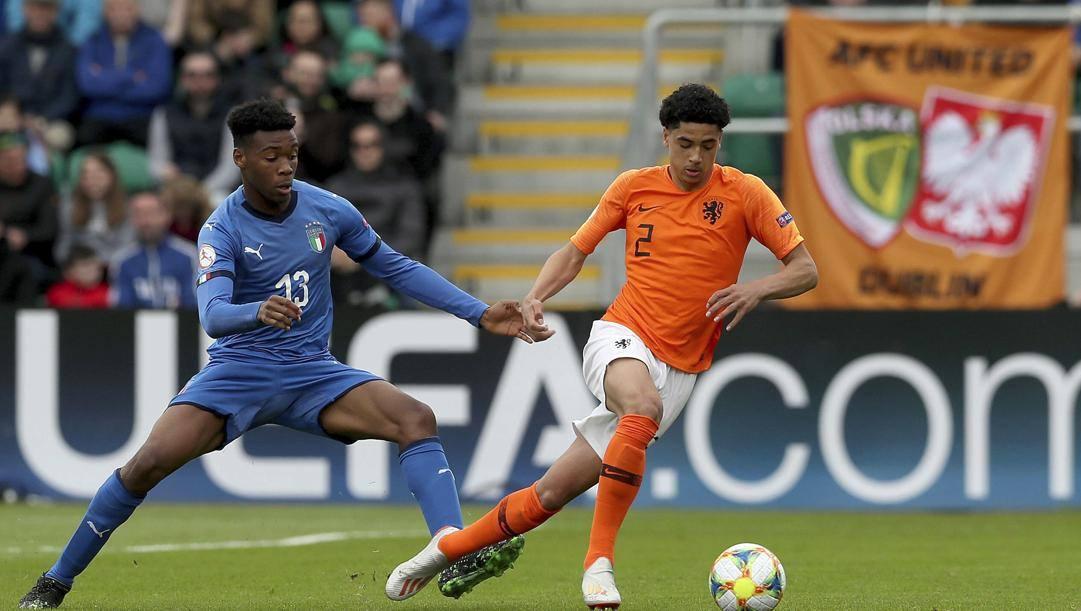 Iyenoma Udogie con la maglia dell'Under 17 contro l'Olanda. Ap