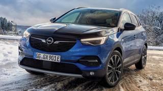 Opel Grandland X Hybrid4: le foto