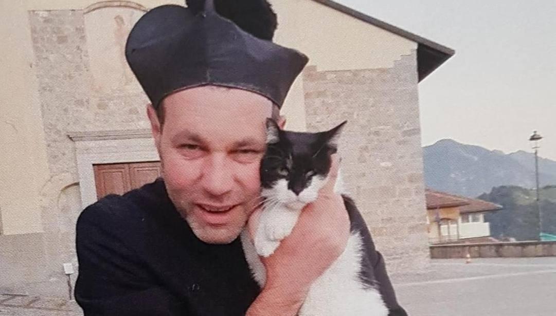 Don Sergio Carrara, 48 anni, parroco di Dossena, nella Val Brembana.