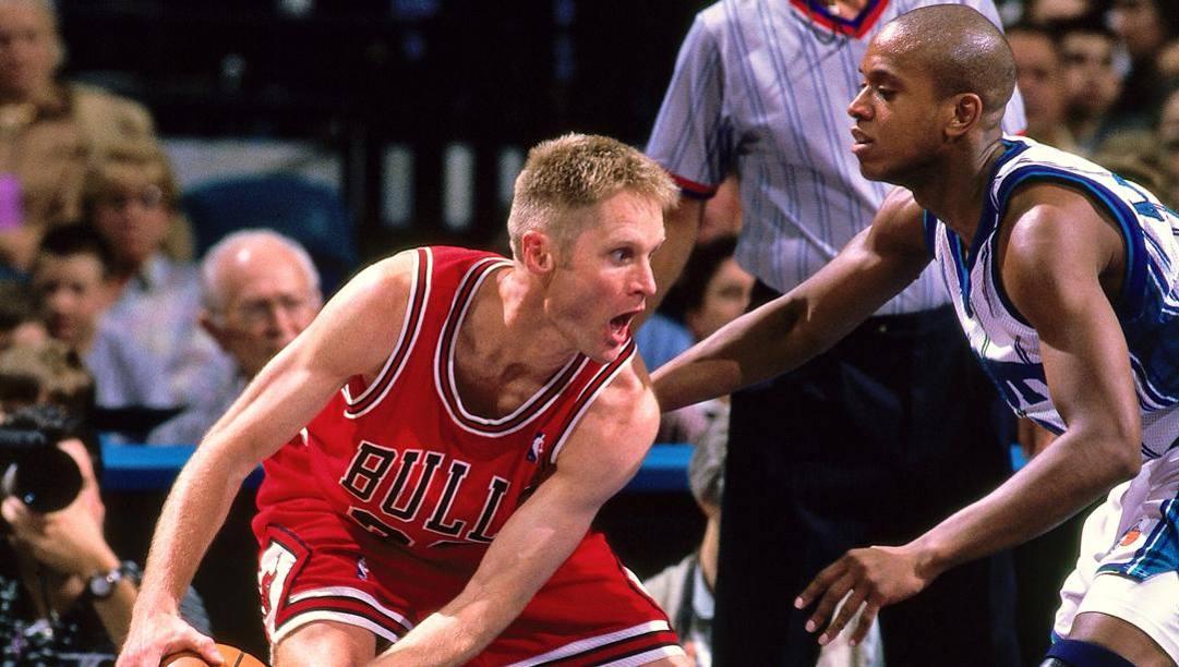 Steve Kerr nel 1998 con la maglia dei Bulls. L'oggi coach dei Warriors ha vinto 3 anelli da giocatore a Chicago