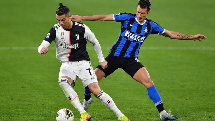 Cristiano Ronaldo e Antonio Candreva in azione nell'ultimo Juve-Inter. Getty