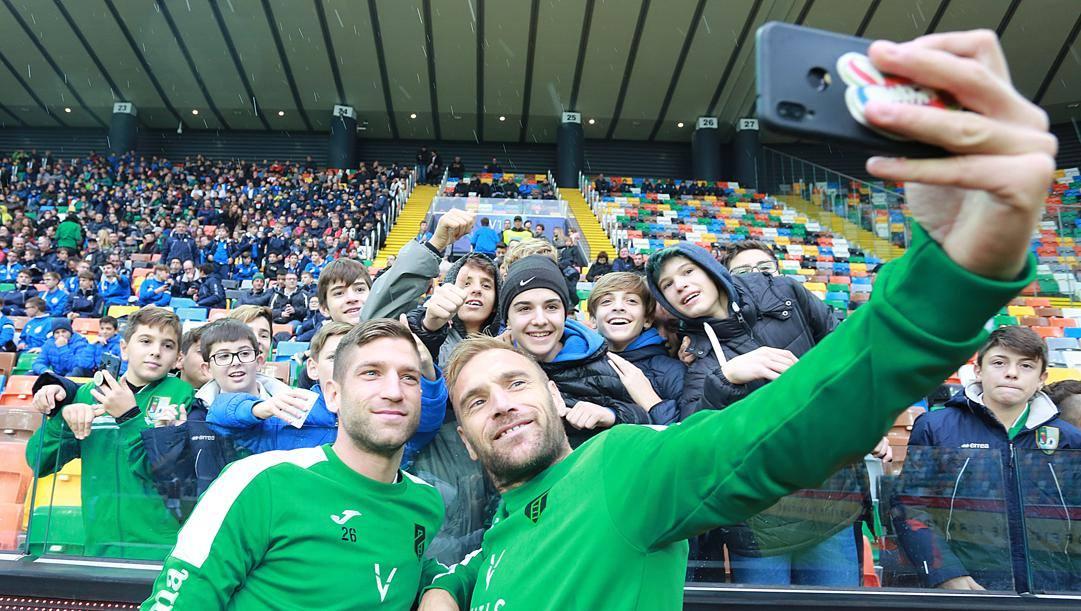 Mirko Stefani accanto al compagno di squadra Alessandro Bassoli. Lapresse