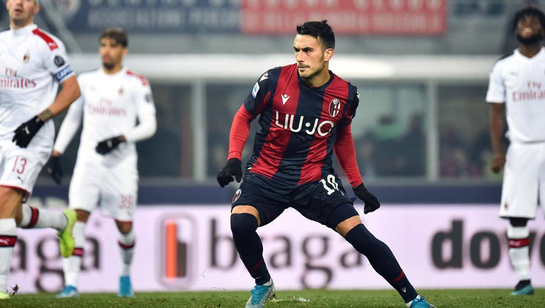 Nicola Sansone in azione contro il Milan. Lapresse