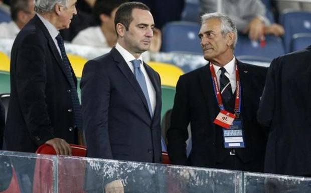 Il ministro Vincenzo Spadafora col presidente della Figc Gabriele Gravina. Ansa