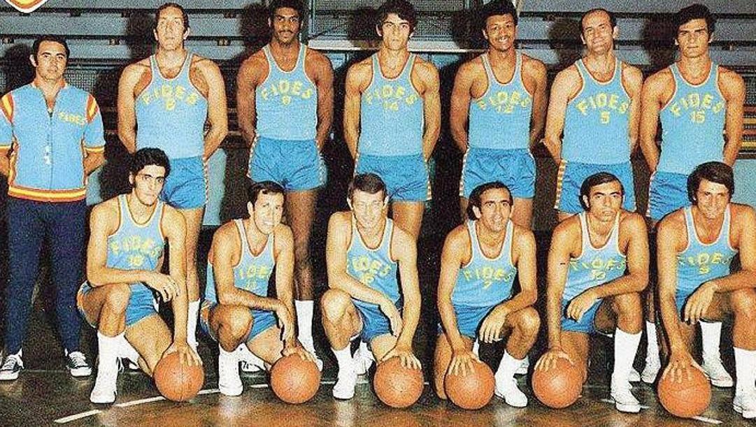 La squadra di pallacanestro del Napoli nel 1970