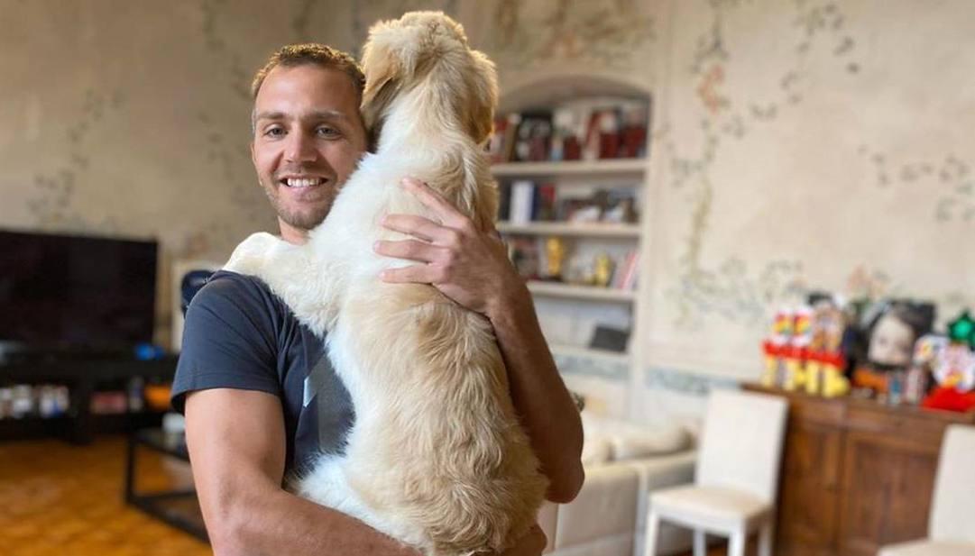 Mimmo Criscito col suo cagnolone. (da Instagram)