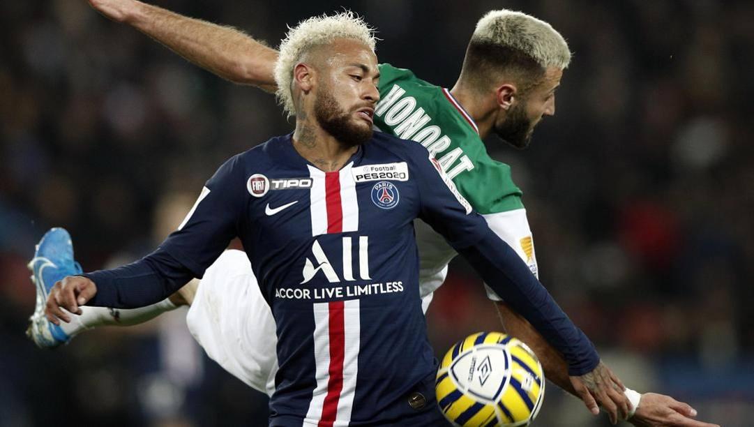 Il campione del Psg Neymar, 28 anni, in azione contro il Saint-Etienne. (Epa)