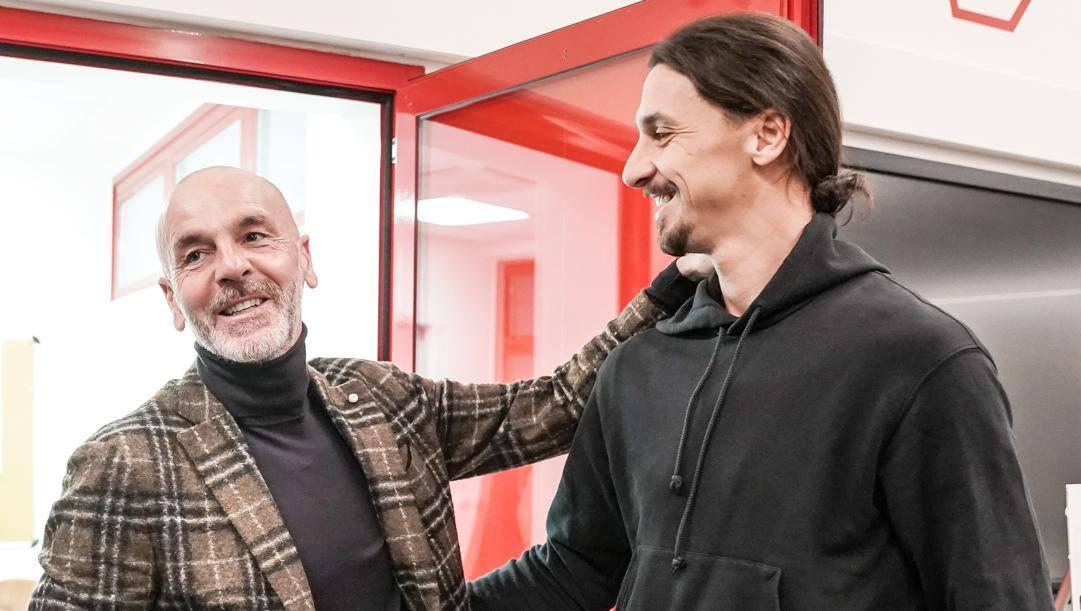 Stefano Pioli, 54 anni, accoglie Zlatan Ibrahimovic, 38, il giorno del suo arrivo a Milanello.