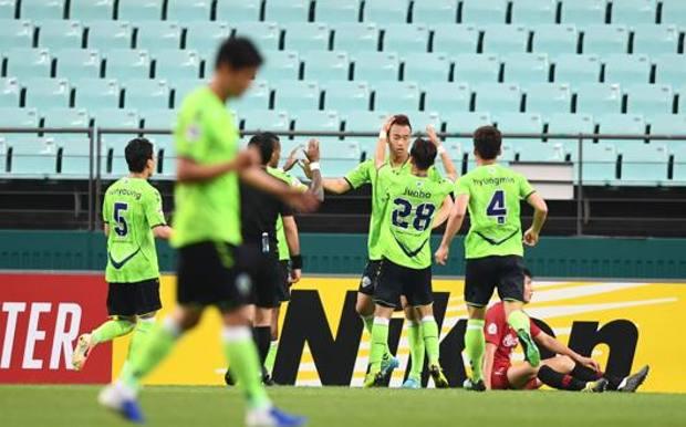I giocatori dello Jeonbuk Hyundai Motors e un'esultanza durante la Champions asiatica