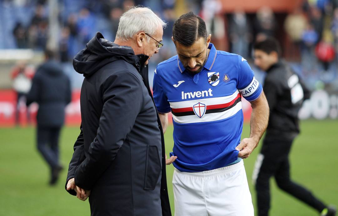 Claudio Ranieri a colloquio con il capitano blucerchiato Fabio Quagliarella LAPRESSE