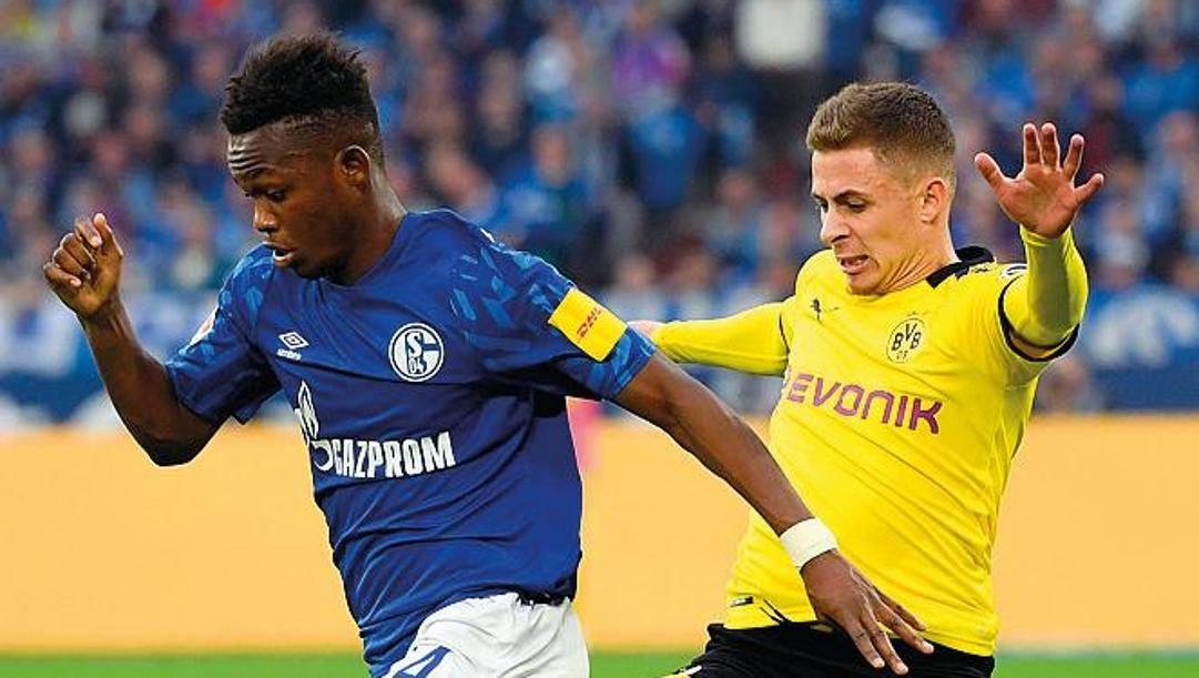 Rabbi Matondo, 19 anni, attaccante dello Schalke e Thorgan Hazard, 27, belga del Borussia Dortmund