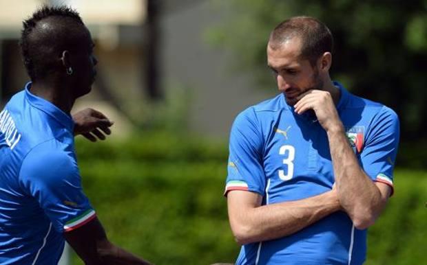 Balotelli e Chiellini insieme in Nazionale. Afp