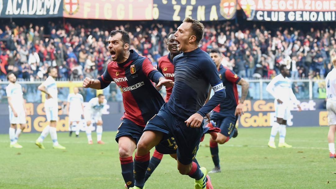 Goran Pandev e il capitano genoano Domenico Criscito festeggiano un gol al Ferraris. LaPresse